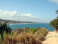 Caminho que leva à Praia de Calhetas.