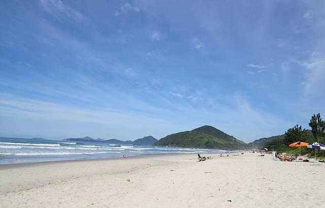Praia maravilhosa com areia branquinha...