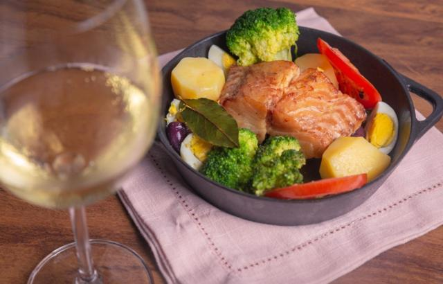 Lombo de Bacalhau Confit cai bem no almoço ou jantar