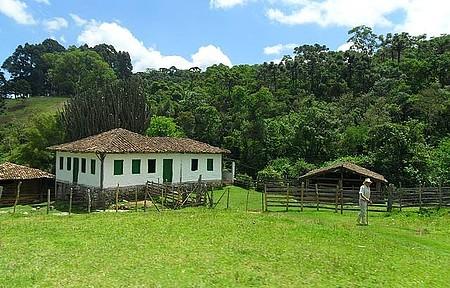 Gonçalves - Casa de pau a pique, uma raridade de se ver!