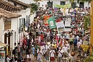 Músicos animam desfiles pelas ladeiras históricas