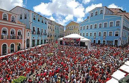 Festa reúne milhares de fiéis