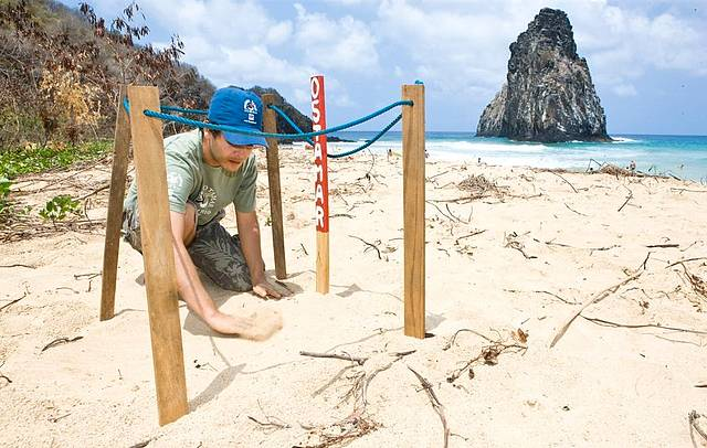 Projeto atua em diversas praias da ilha