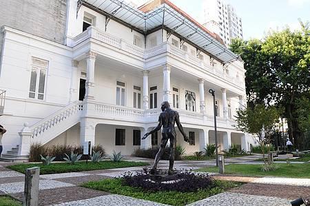 Obras de Rodin enfeitam os jardins