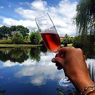 Brinde perfeito com o Brut Rosé. Saúde!