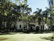 Casa de Artesanato e Galeria de Arte, situado no interior do parque