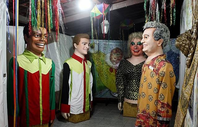 Espaço abriga os famosos bonecos do Carnaval