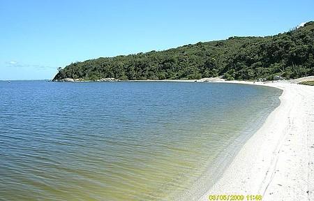 Uma Tarde na Praia Ponta dos Cardeiros, vale a Pena Conhecer.