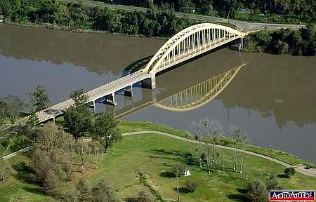 Ponte do Arco - Construção é cartão-postal