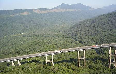 Descida da Serra - Muito lindo parece uma montanha russa gigante.