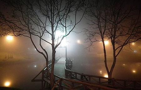 Noite de nevoeiro na Ponte do Lago - Belíssima ponte em noite de frio e névoa na entrada do inverno