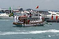 Barcos acompanham a prociss�o no in�cio do ano novo