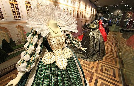 Museu da Moda - Modelos ao estilo Maria Antonieta são fontes de inspiração