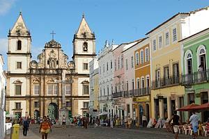 Apreciar a Igreja e Convento de São Francisco