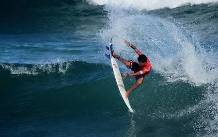 Surfistas se esbaldam em Tiririca