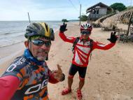 Passeio ciclístico na praia Aramanai