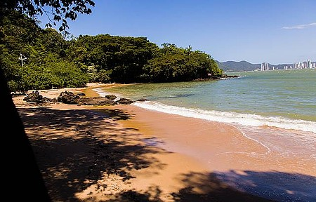 Praias do Canto e do Buraco - Praia do canto é tranquila e deserta