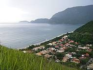Praias - vista do alto do pico de uma montanha próximo da estrada