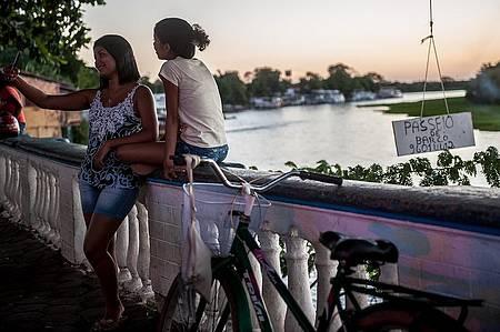 Passear de barco - Às margens do rio, ofertas para passeio de barco