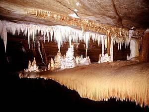 Desbravar a gruta Torrinha