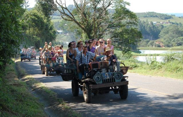 Tuc-tuc é o transporte oficial durante a festa da colheita