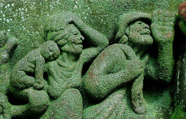 Esculturas gigantes dão vida aos barrancos