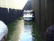 Barco na eclusa