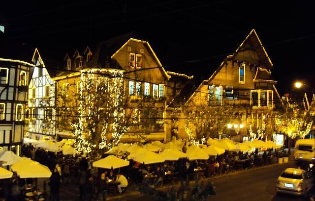 Vista noturna do Baden Baden