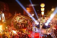 Festa concorrida atrai artistas nacionais e muitos turistas
