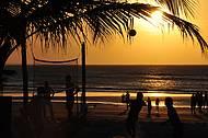 Jogo de vôley na praia