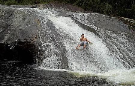 Cachoeira do Escorrega - Escorregando