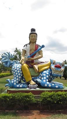 Uma das esculturas