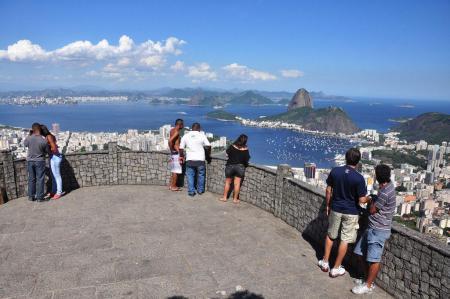 Flamengo e Botafogo - Turistas e cariocas marcam presença no Mirante Dona Marta
