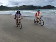 Praia da Baleia de bike!