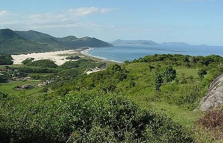 Praia do Siriú - Siriú é emoldurada por dunas, que fazem a alegria dos adeptos do sandboard