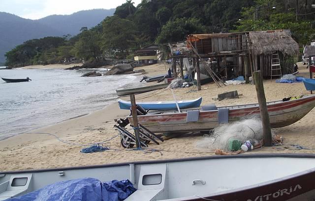 Praia típica caiçara