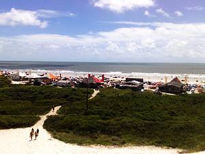 Praia do Atalaia: Belo visual do alto das dunas de areia branquinha -