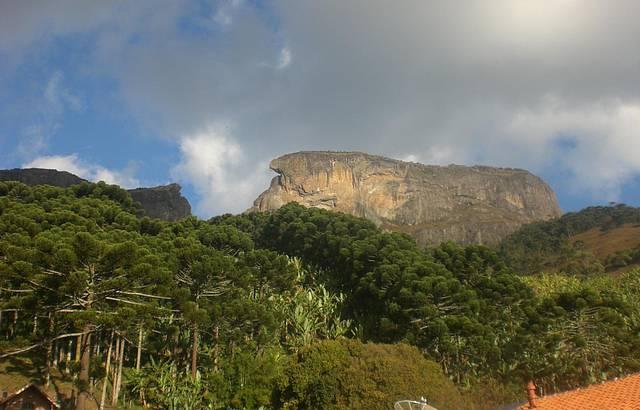 Saimos de Santo Antonio do Pinhal e fomos conhecer a famosa Pedra do Baú