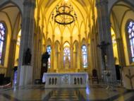 O interior da catedral.
