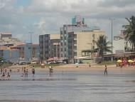 Foto tirada usando o zomm, praia sem onda , segura para crianças.