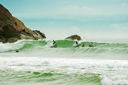 Praia do Morcego é uma das preferidas para surfar