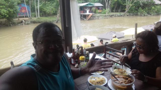 Almoço em Combú