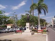 Belíssima Estatua em Homenagem a Tancredo Neves