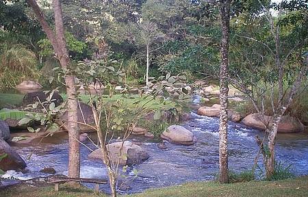 Tranquilidade - Riachos cortam pousadas e convidam a banhos de água fria