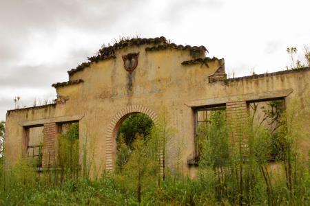 Estrada de ferro - Escola abandonada