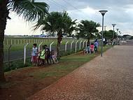 Cabeçeira do Aeroporto,junto Á Avenida