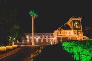 Castelo ganha luzes e visita de Papai Noel