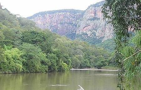 Rio Aquidauana - Beira do Rio em uma Pousada