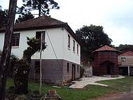 Casa da Confecção, Caminhos de Pedra