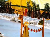 O colorido das barrcas de fruta na praia do Francês !